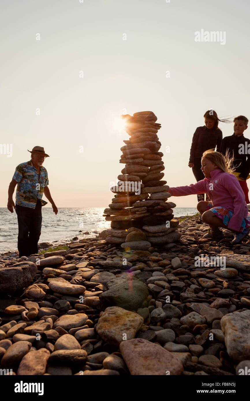 La Suède, Oland, Gronhogen, photo de grand-père, mère et enfants (10-11), (6-7) Photo Stock