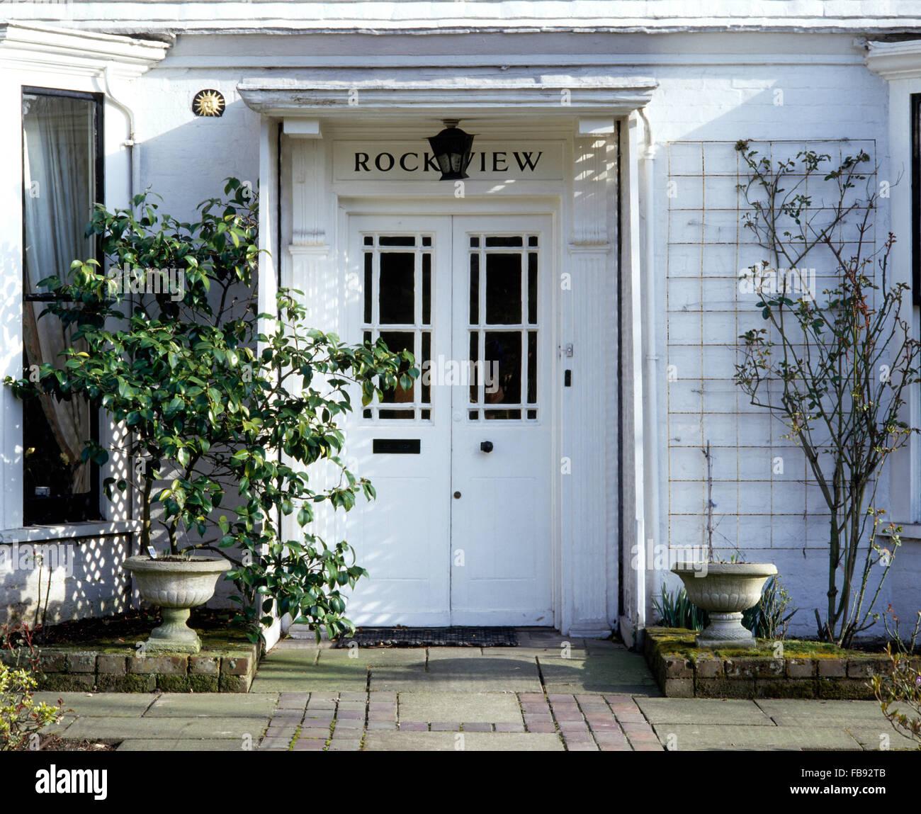 Maison Peinte En Blanc Exterieur extérieur de maison victorienne blanche avec double portes