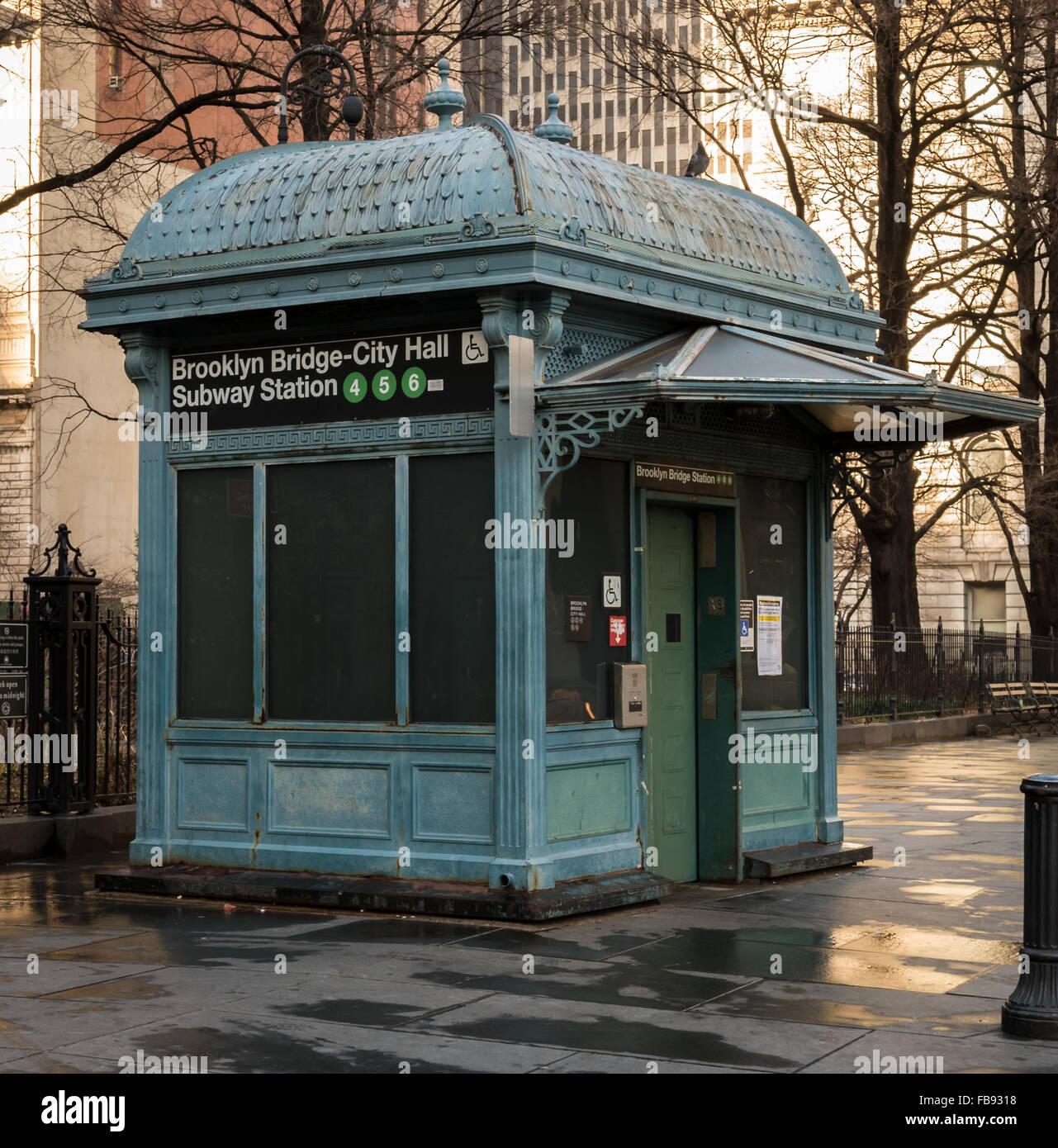 Brooklyn Bridge City Hall Station de métro ascenseur accessible en fauteuil roulant par l'entrée de Photo Stock