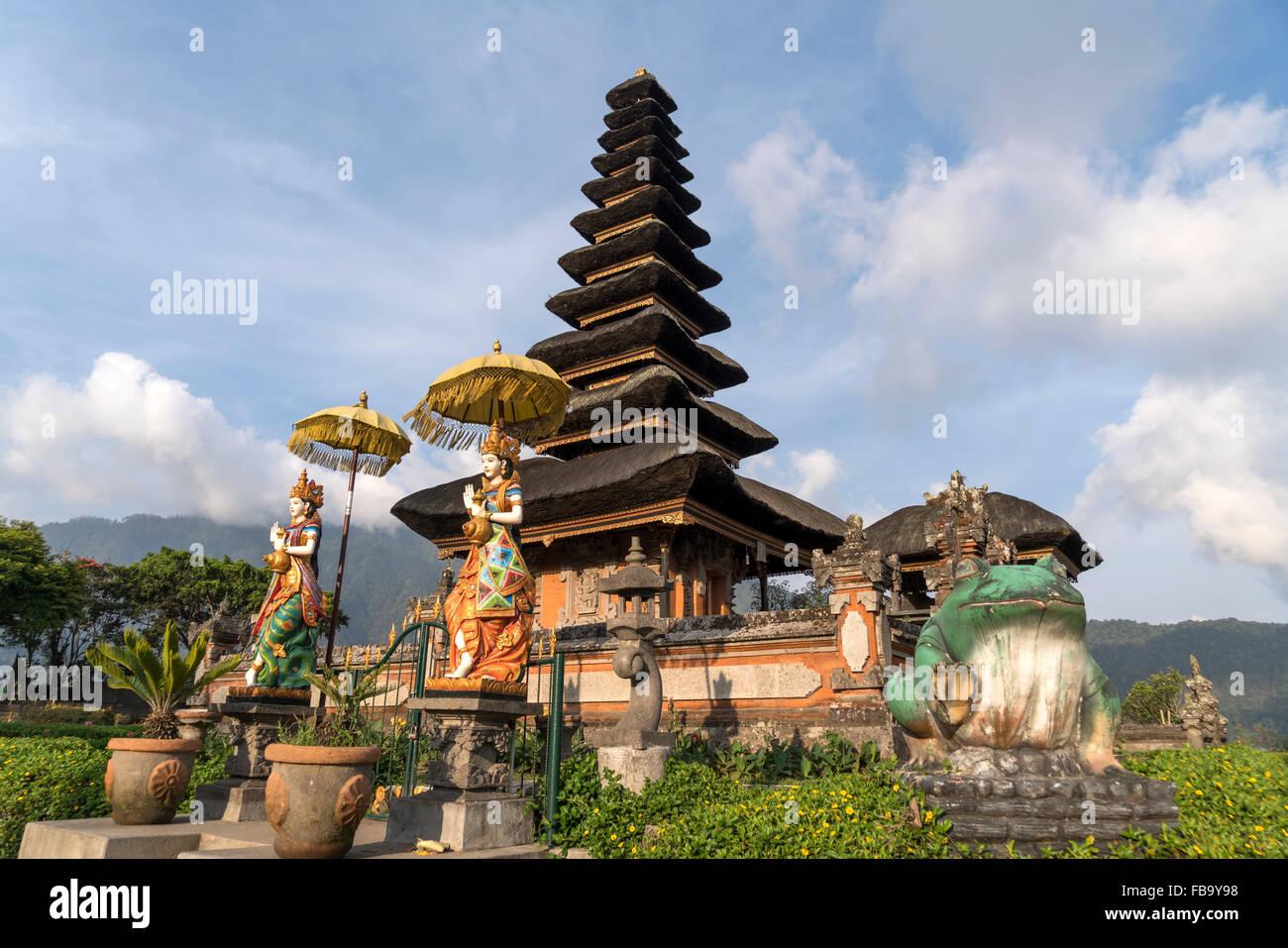 Le principal temple de l'eau et Shivaite Pura Ulun Danu Bratan sur les rives du lac Bratan, Bedugul, Bali, Indonésie Photo Stock