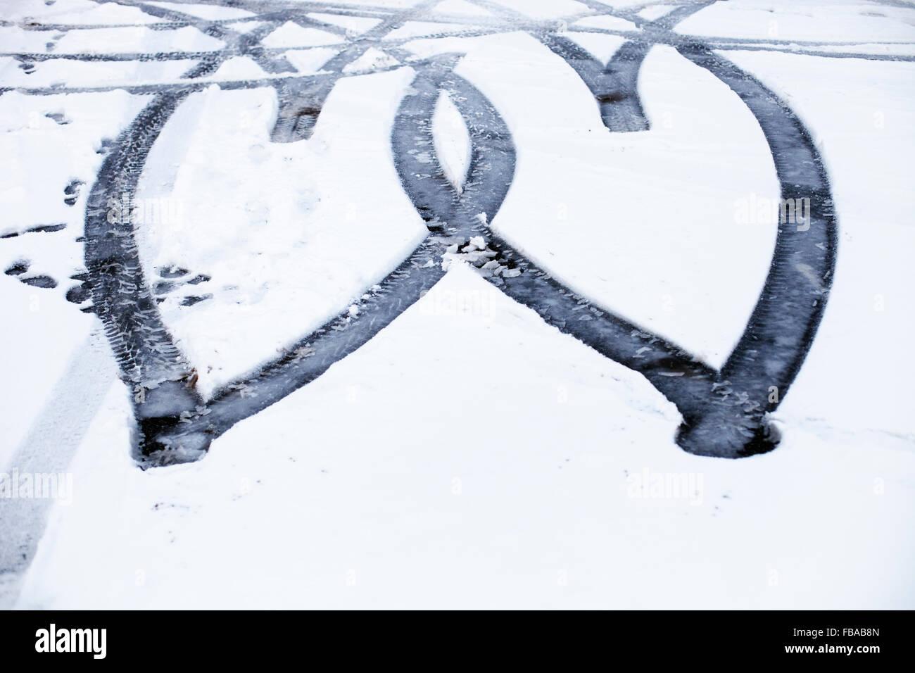 La Finlande, Uusimaa, trace de pneu dans la neige Photo Stock