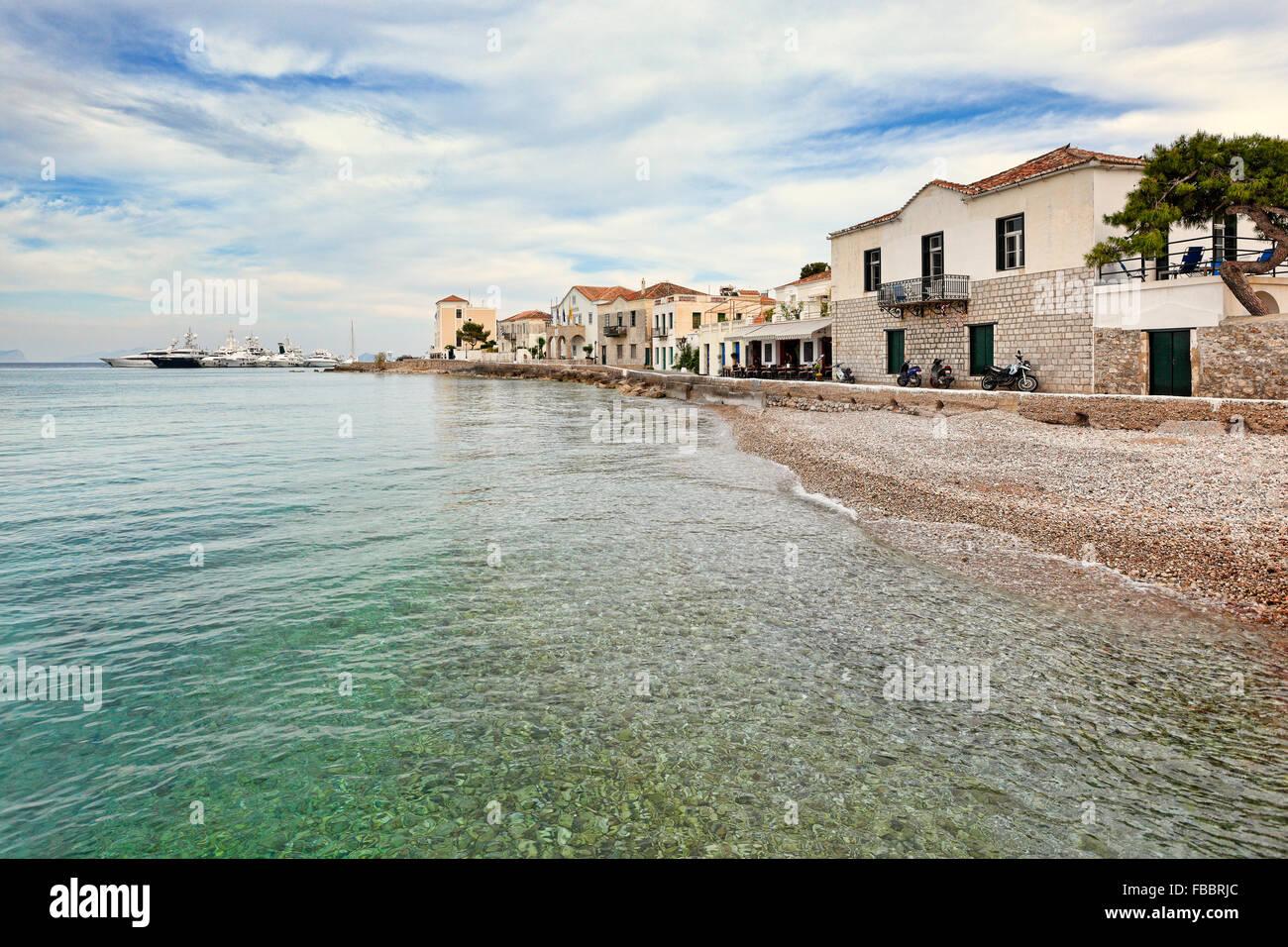 Maisons traditionnelles dans la ville de l'île de Spetses, Grèce Photo Stock