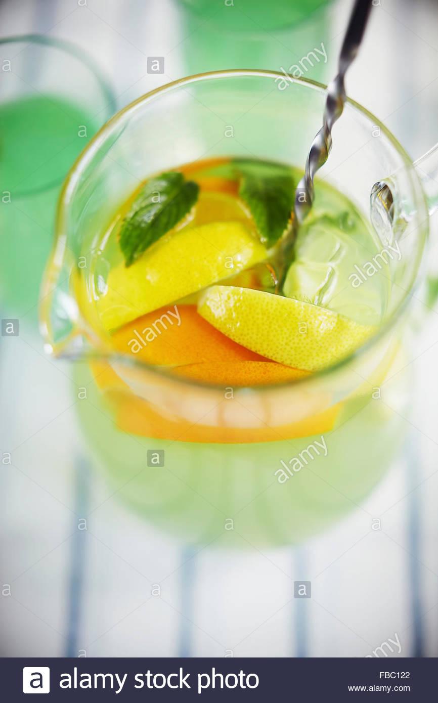 Jugful d'orange et de citron limonade Photo Stock