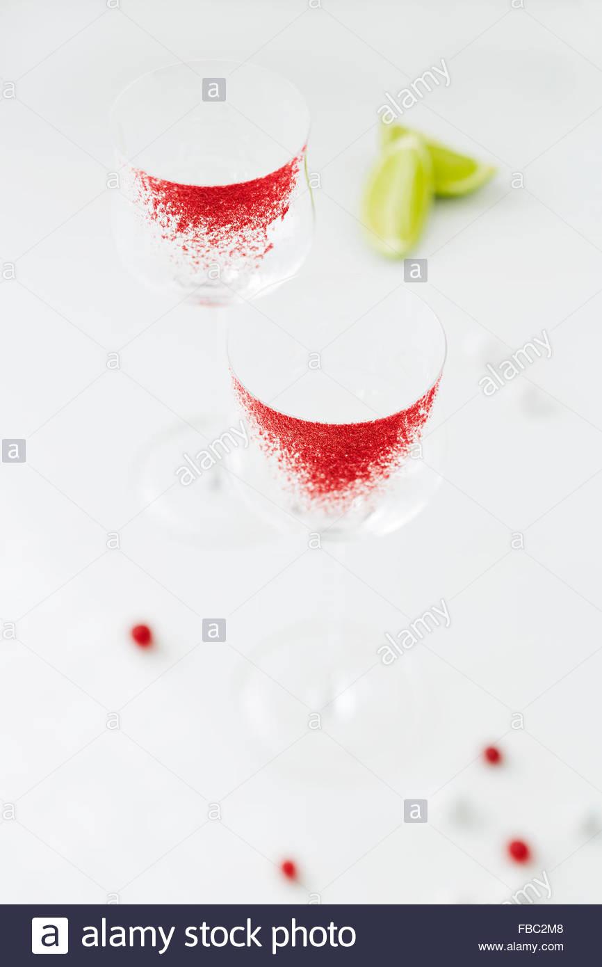 Verre cerclées de canneberge prêt pour servir cocktail Photo Stock