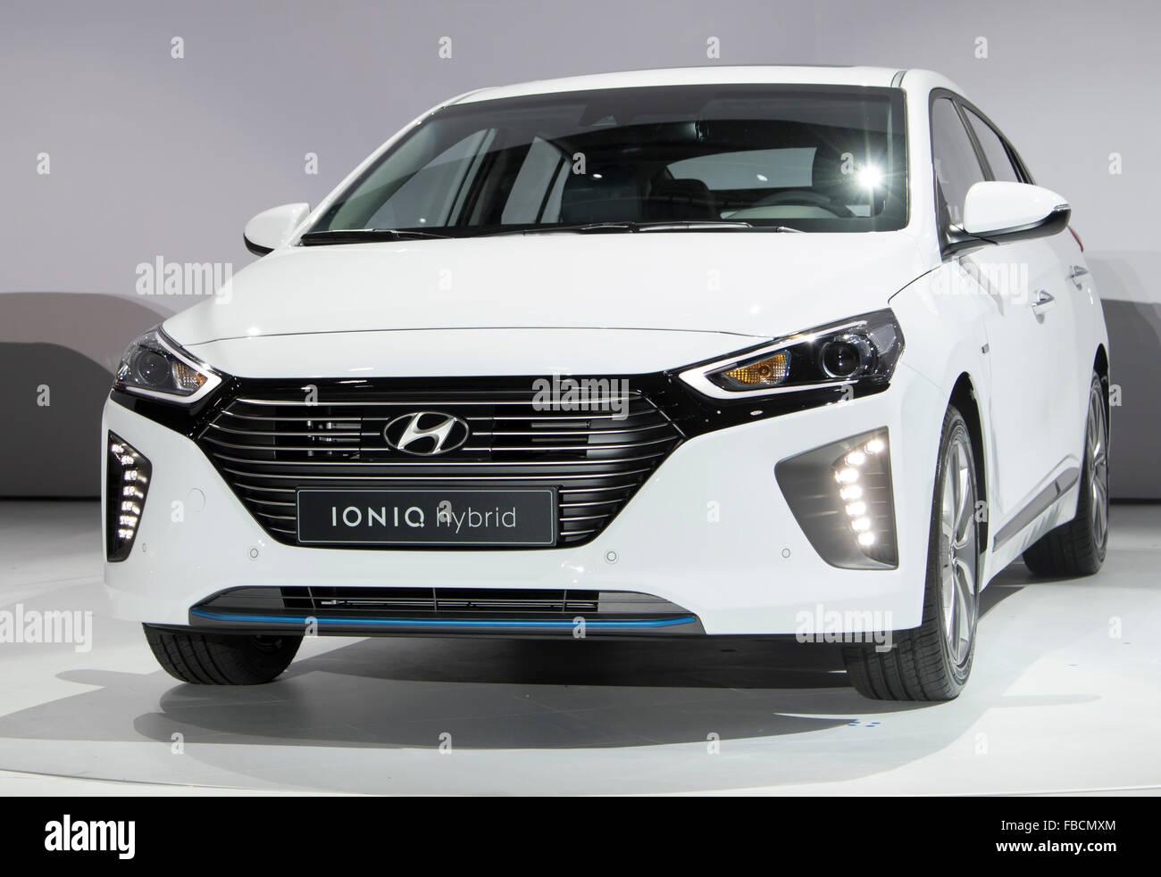 Ioniq hybride, Jan 14, 2016: Hyundai Ioniq du moteur hybride est vu lors d'une conférence de presse Photo Stock