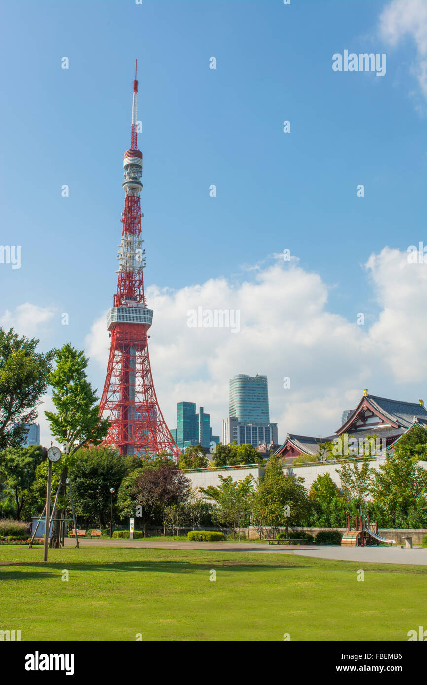 Tokyo Japon scenic de Tour de Tokyo et le Temple Zojo-ji dans le quartier de Shiba, au centre-ville vue sur la ville Photo Stock