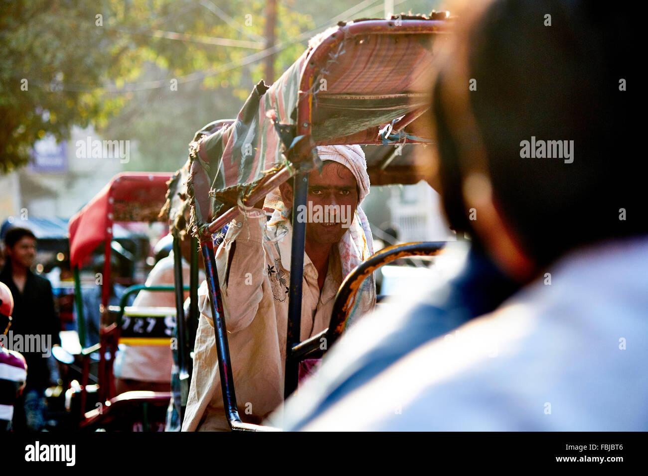 Conducteur de pousse-pousse, les rues de Delhi, Inde, vie quotidienne Photo Stock