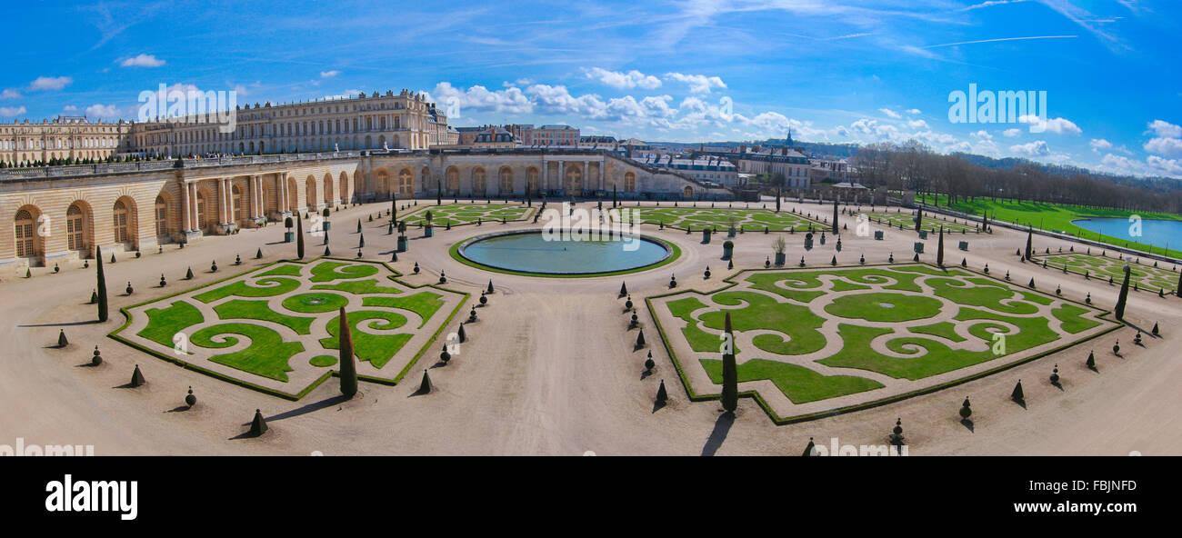 Salon de jardin et bassin d'agrément, Château de Versailles, Versailles, France, avril 2015 Photo Stock