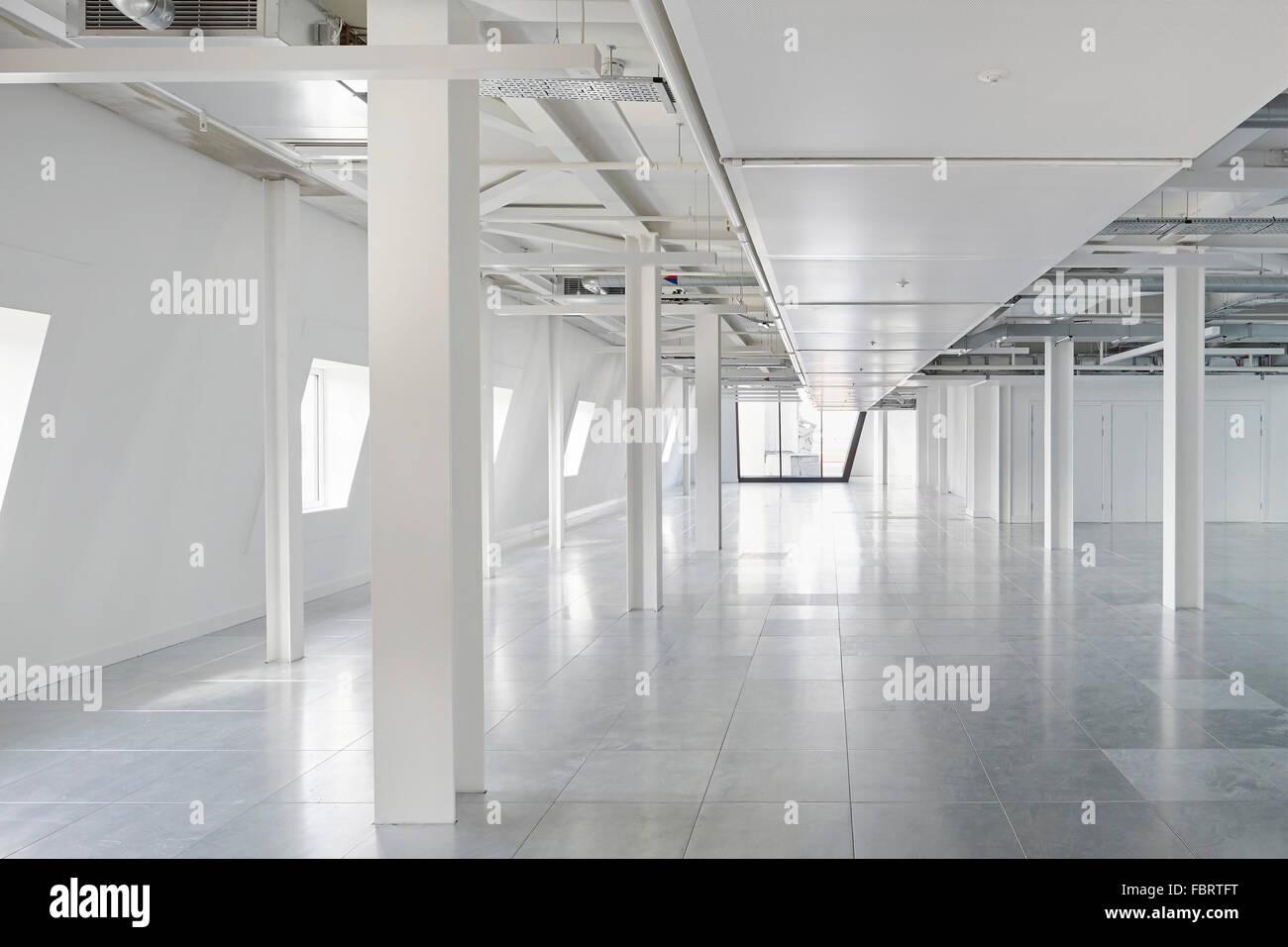 Bureau meublé en marbre blanc l alphabeta building londres