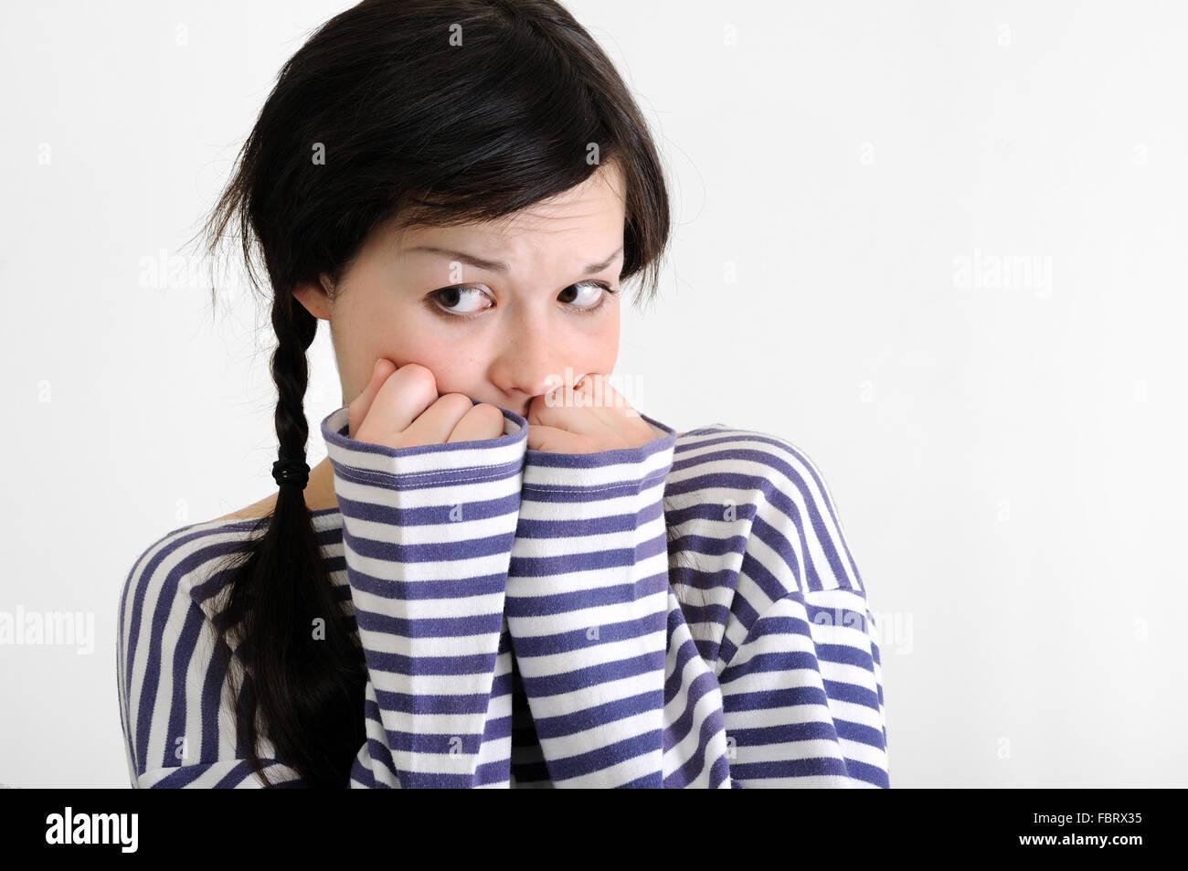 Portrait de jeune femme inquiète Photo Stock
