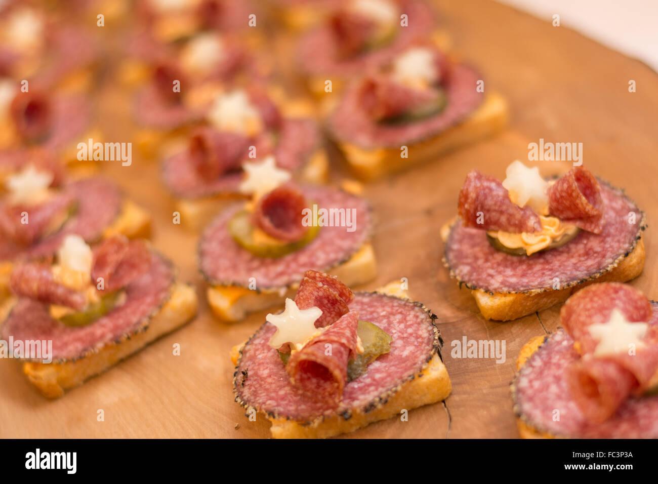 Rouleaux de saucisses préparés avec amour Photo Stock