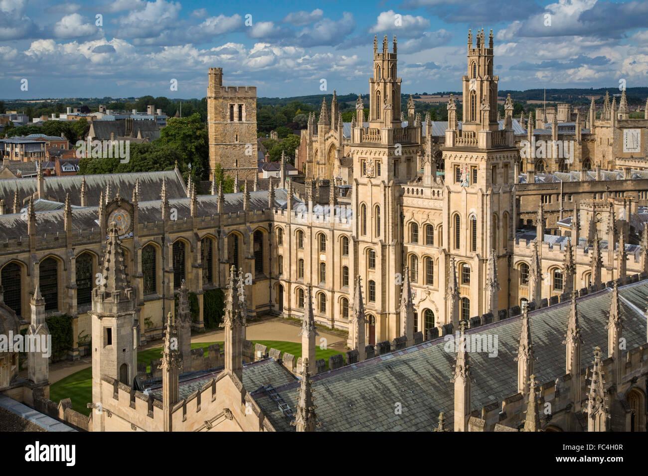 All Souls College et le nombre de spires de l'Université d'Oxford, Oxfordshire, Angleterre Photo Stock
