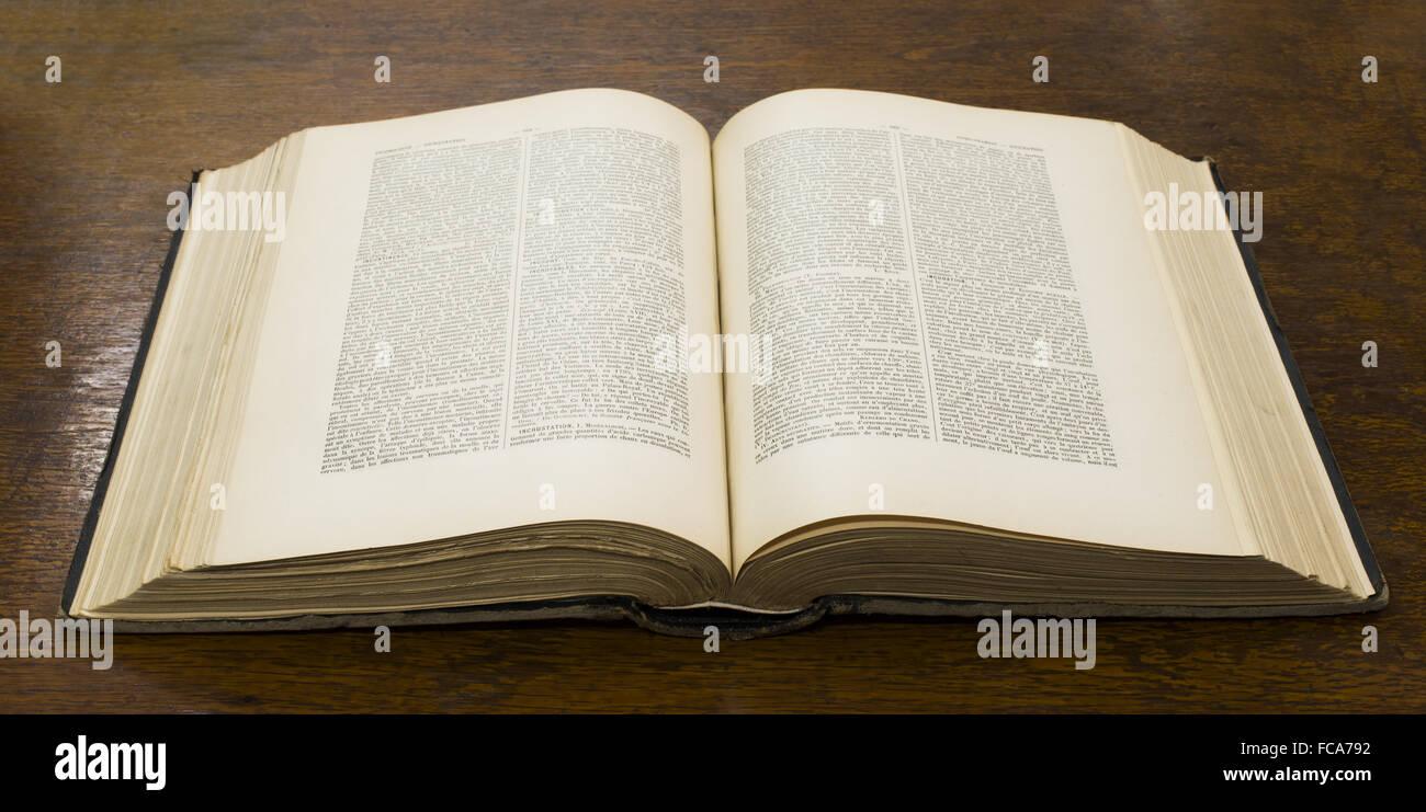 Livre Ancien Ouvert Banque D Images Photo Stock 93652974