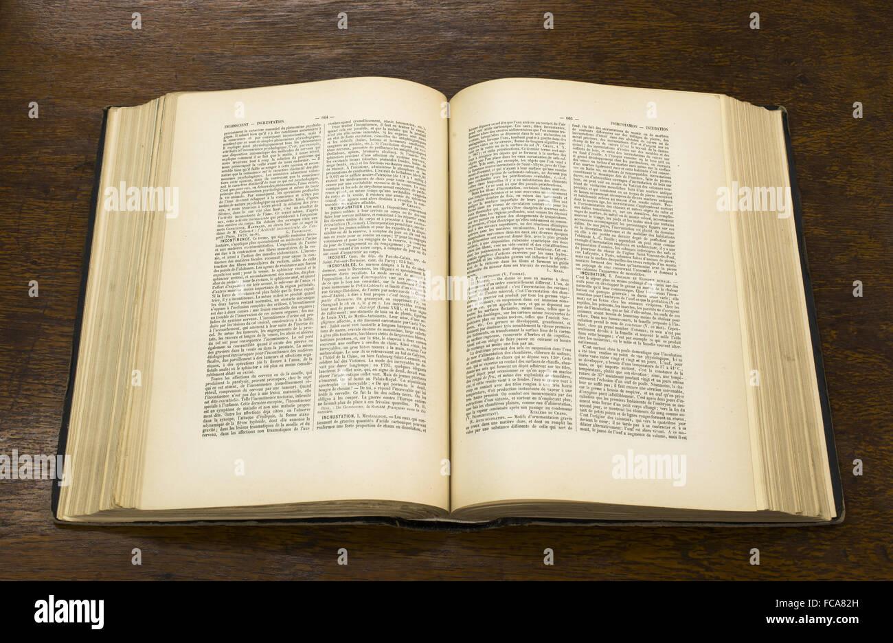 Livre Ancien Ouvert Banque D Images Photo Stock 93653577