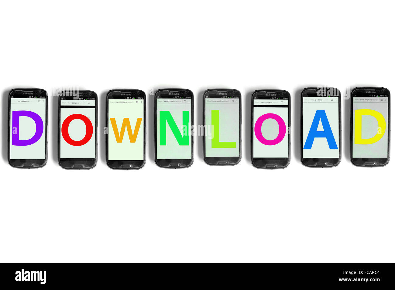 Télécharger écrit sur les écrans de smartphones photographié sur un fond blanc. Photo Stock