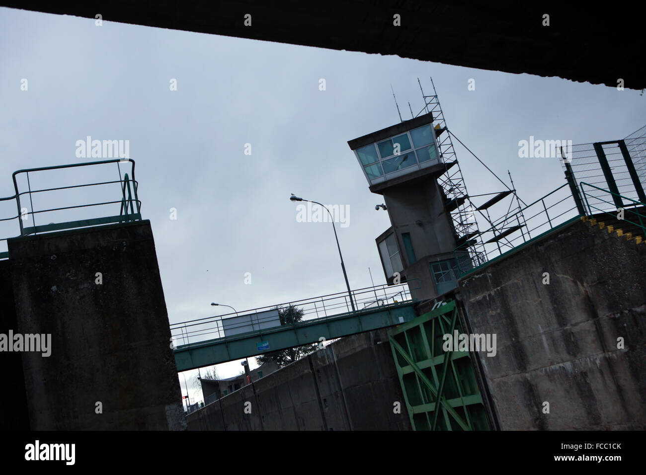 Kontrollturm tour de contrôle conçu par l architecte suisse le