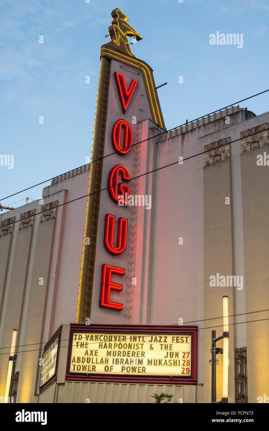 Théâtre Vogue sur Granville Street dans le centre-ville de Vancouver, BC, Canada, la publicité, le Photo Stock