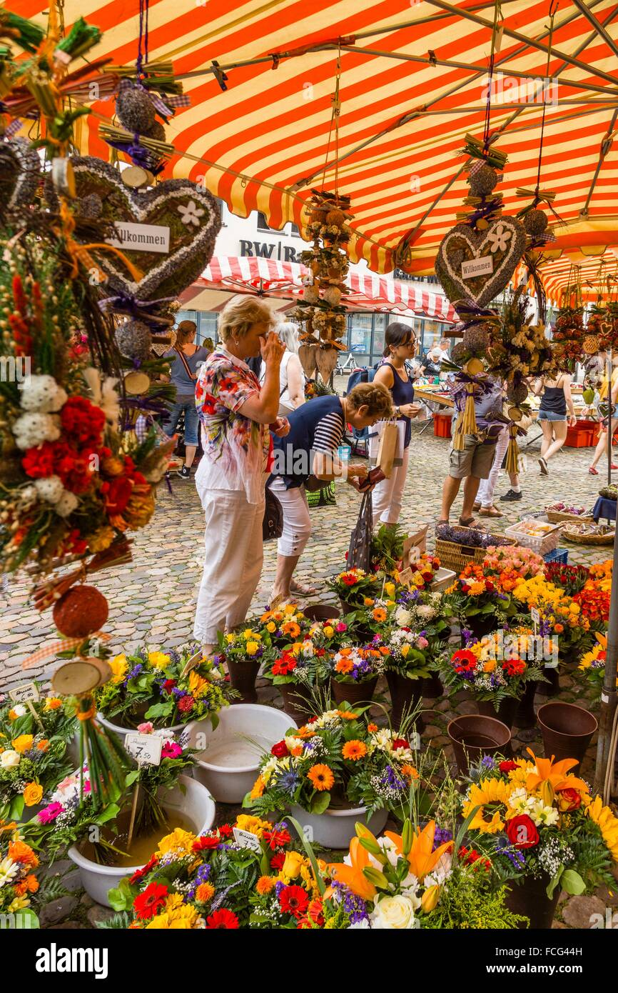 Mercado al aire libre, Münsterplattz, Friburgo de Brisgovia, Allemagne, Europe. Photo Stock