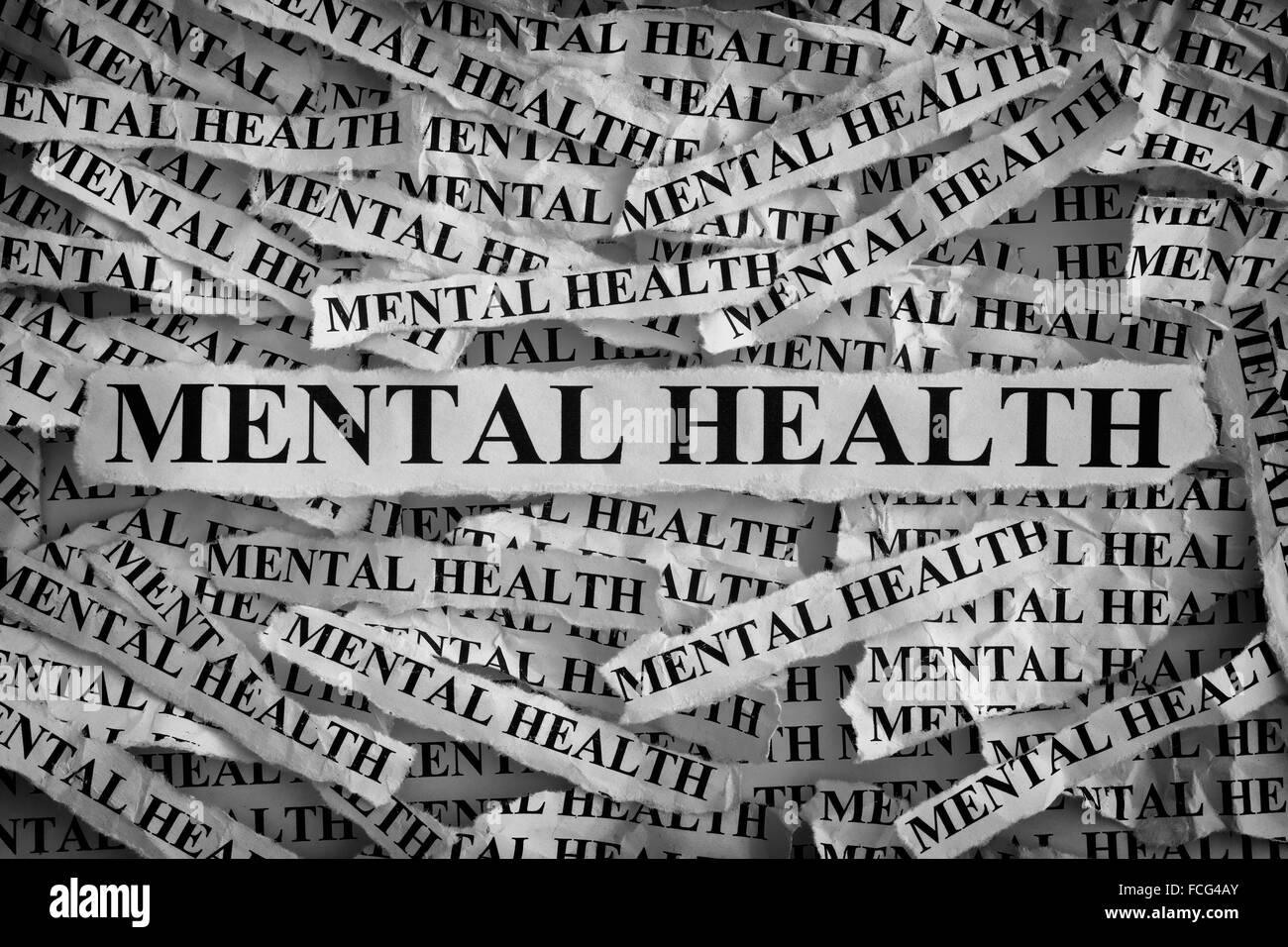 La santé mentale. Morceaux de papier avec les mots de la santé mentale. Notion de droit. Noir et blanc. Photo Stock