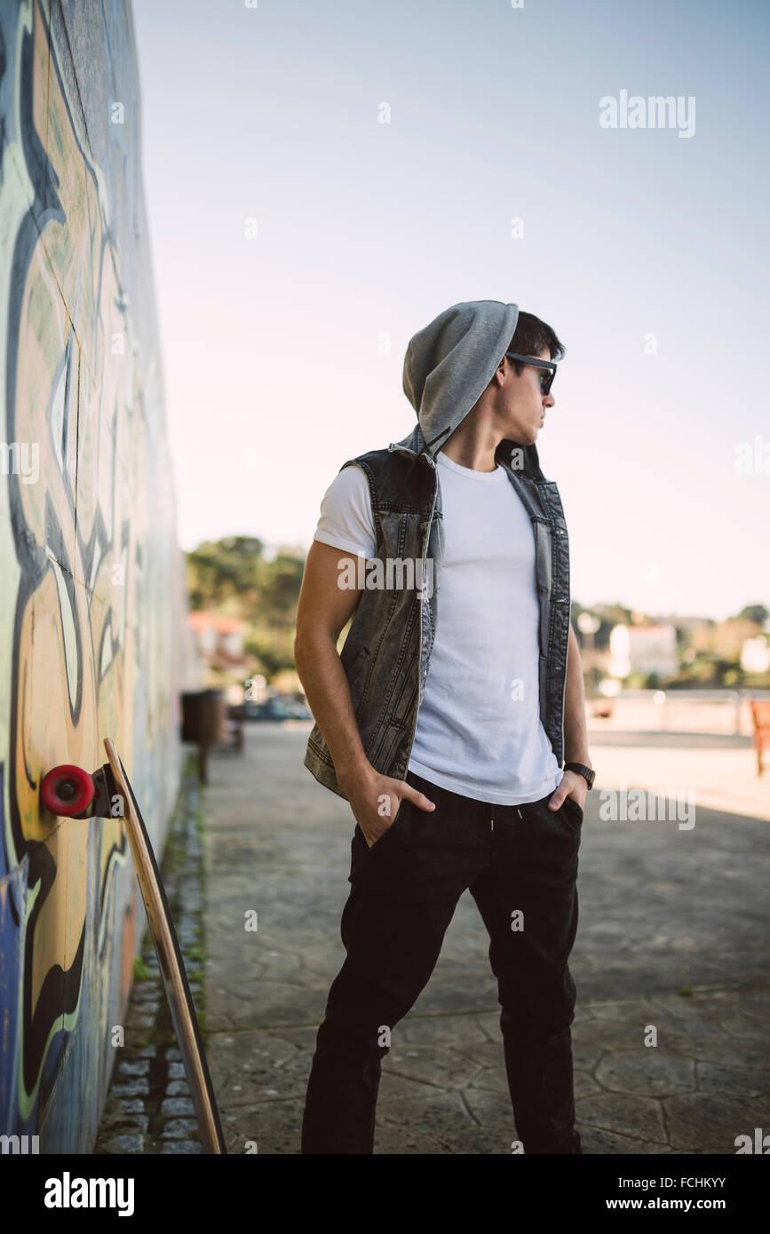 Espagne La Coruna jeune skateur professionnel Cool attitude Photo Stock