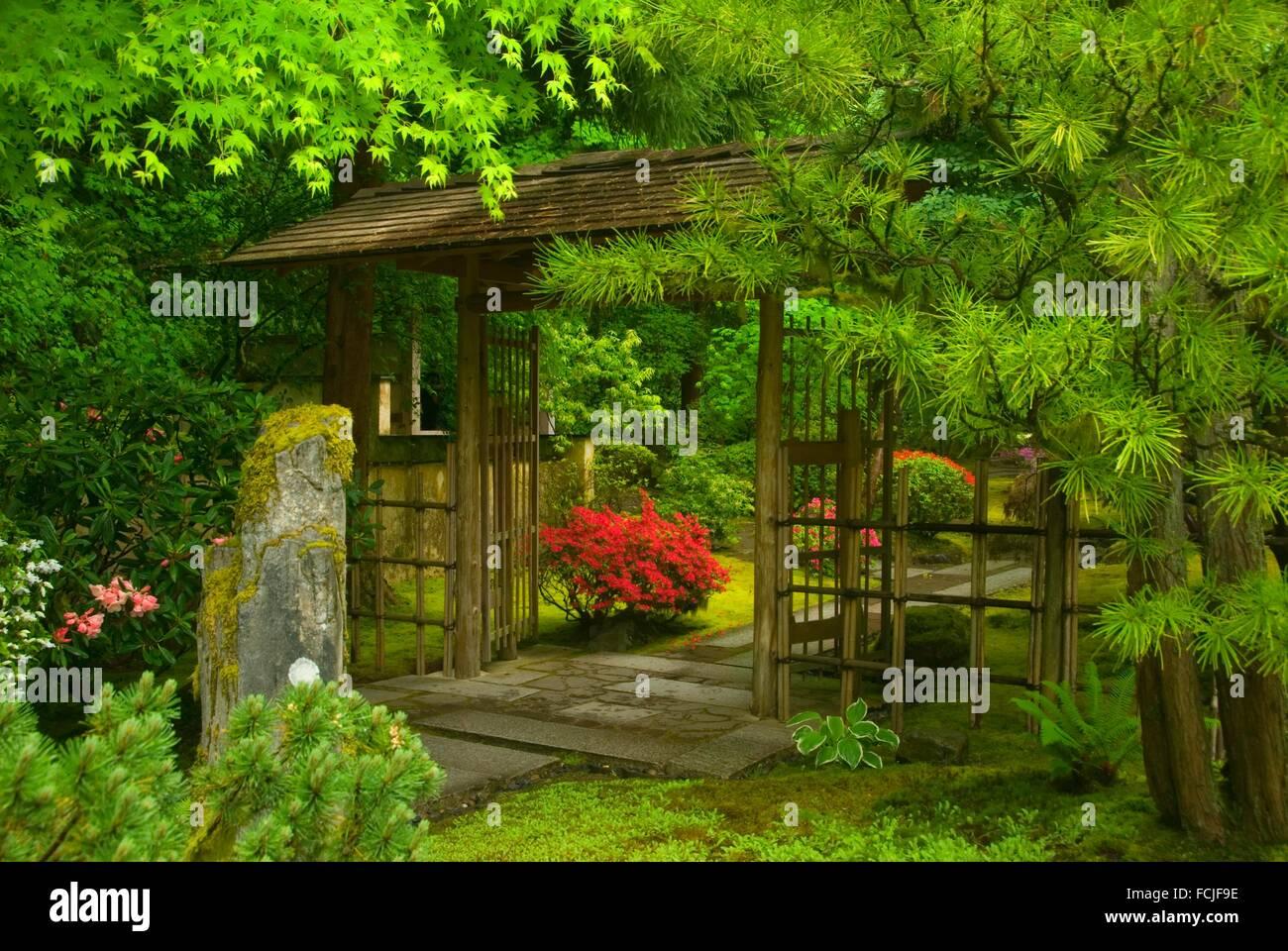 Porte extérieure, salon de jardin japonais de Portland, Washington ...