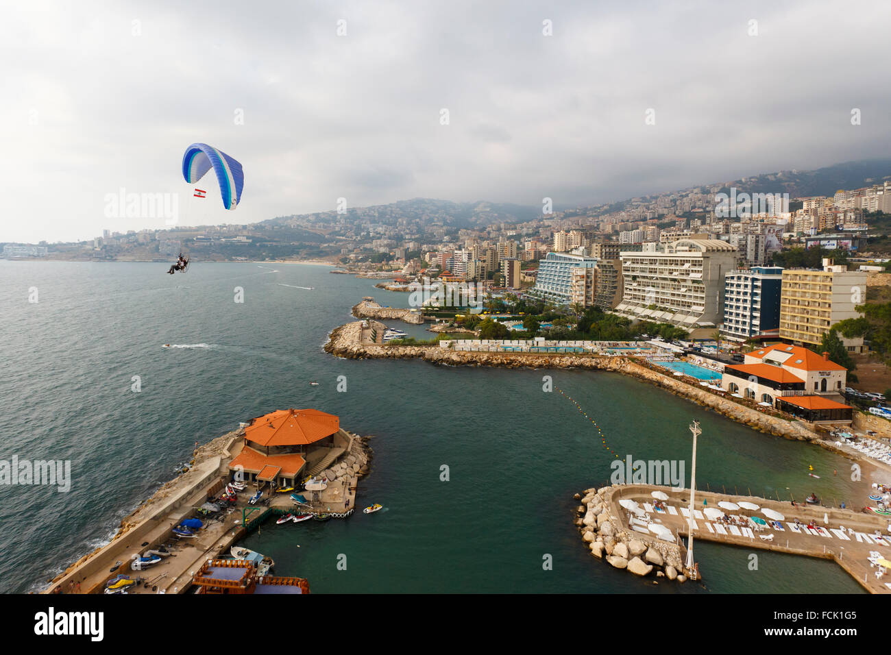 Parapente, paramoteur powered antenne,, Jounieh, Beyrouth, Liban Photo Stock