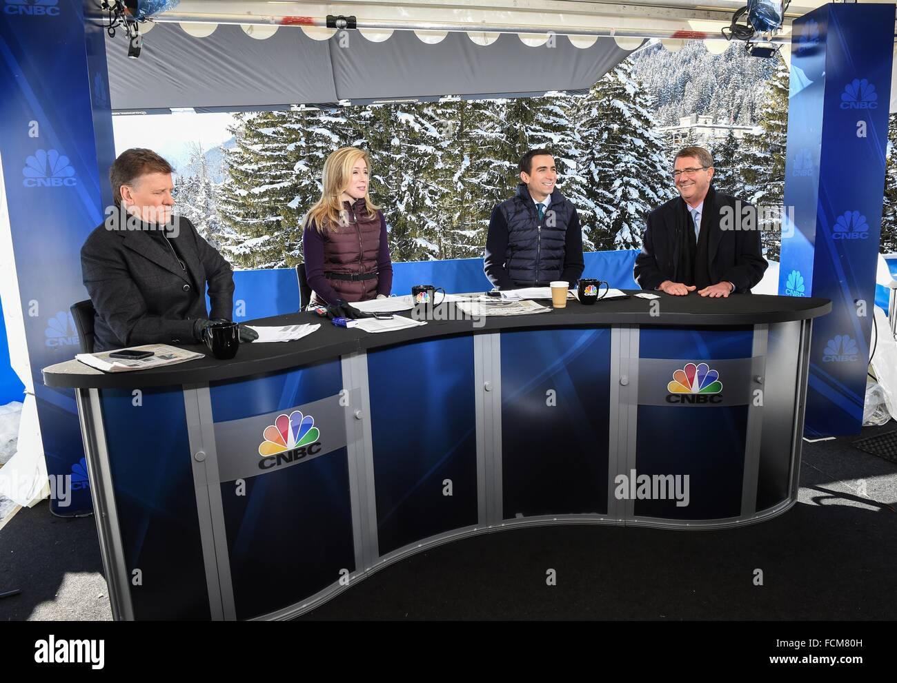 Davos, Suisse. 22 janvier, 2016. Le secrétaire américain de la Défense Ash Carter pendant une entrevue Photo Stock