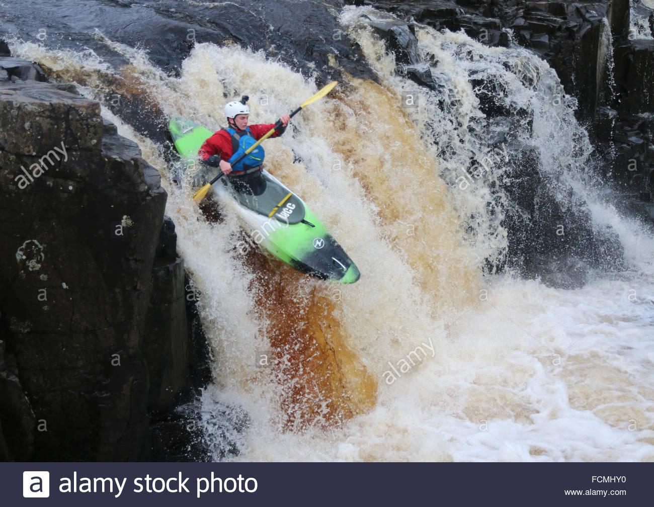 La force faible chute d'eau, fleuve Tees près de Bowlees, Middleton-in-Teesdale, Co Durham UK 23 janvier Photo Stock