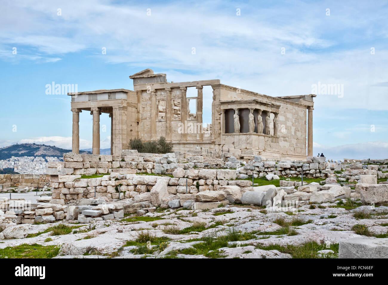 L'erechtheion est un ancien temple grec sur le côté nord de l'acropole d'Athènes en Grèce. Photo Stock