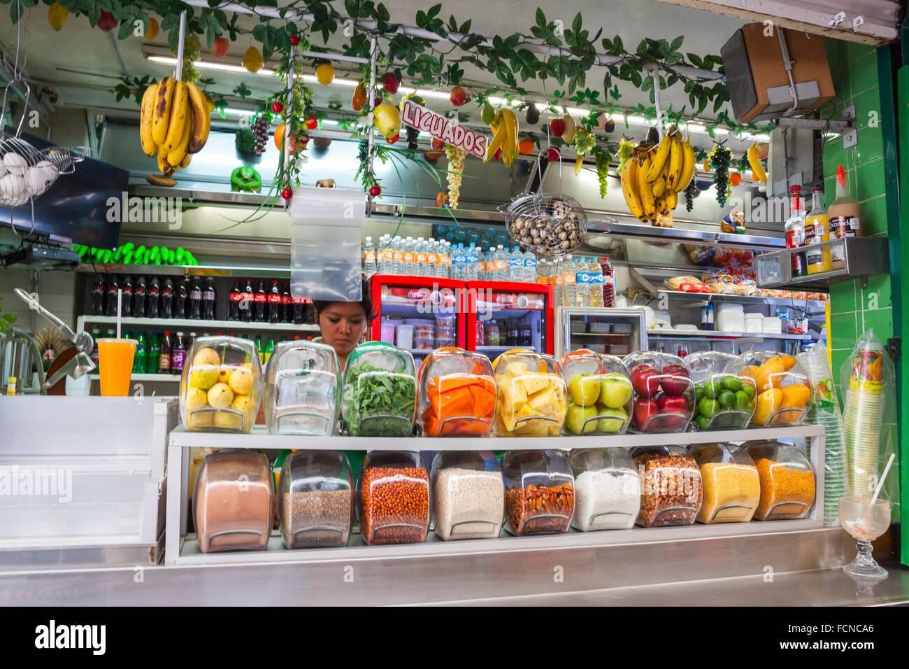Jus de fruits tropicaux naturels boutique au marché. San Luis Potosi, SLP.  Le c6301f8c2cc0
