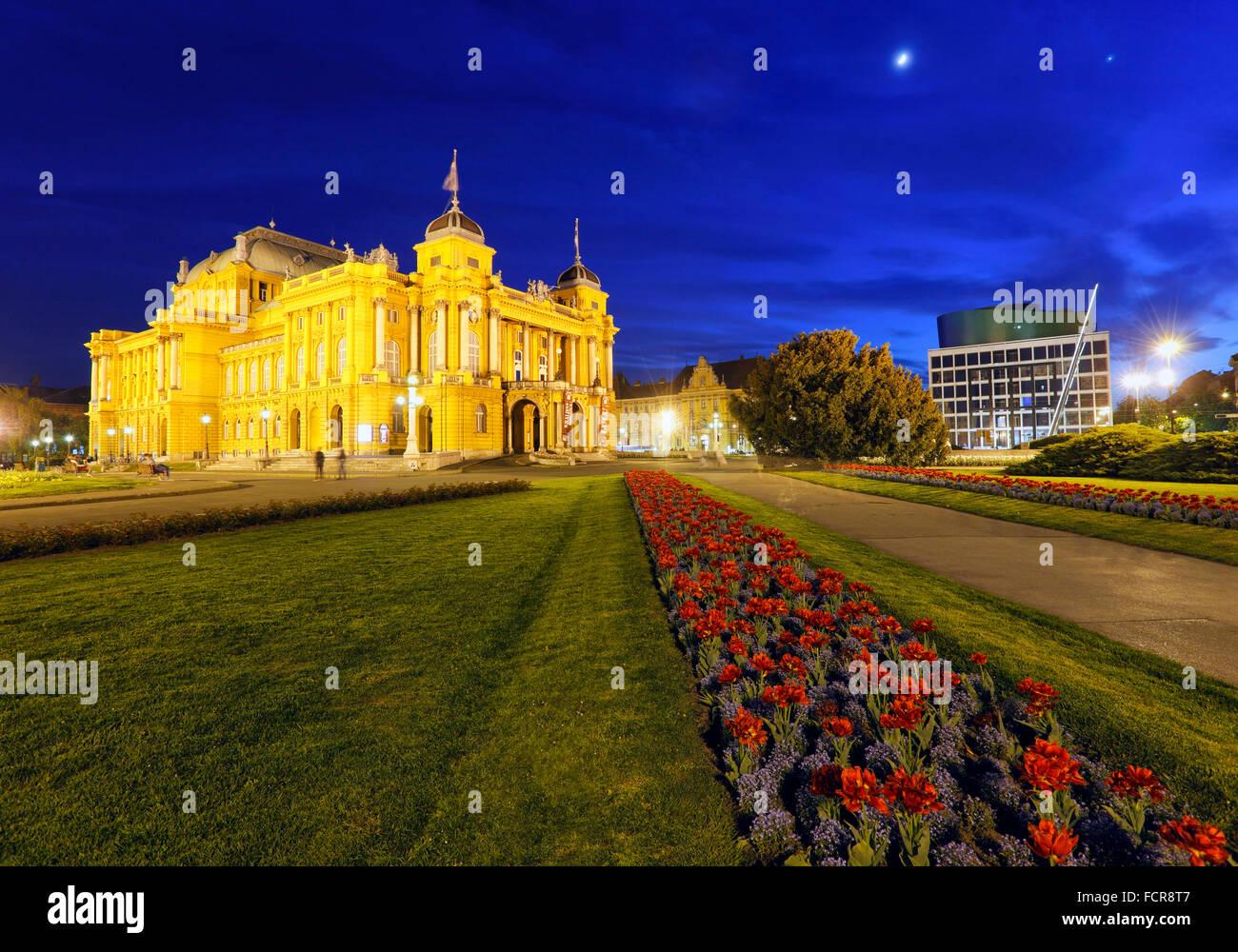 Théâtre national de Zagreb dans la nuit Photo Stock