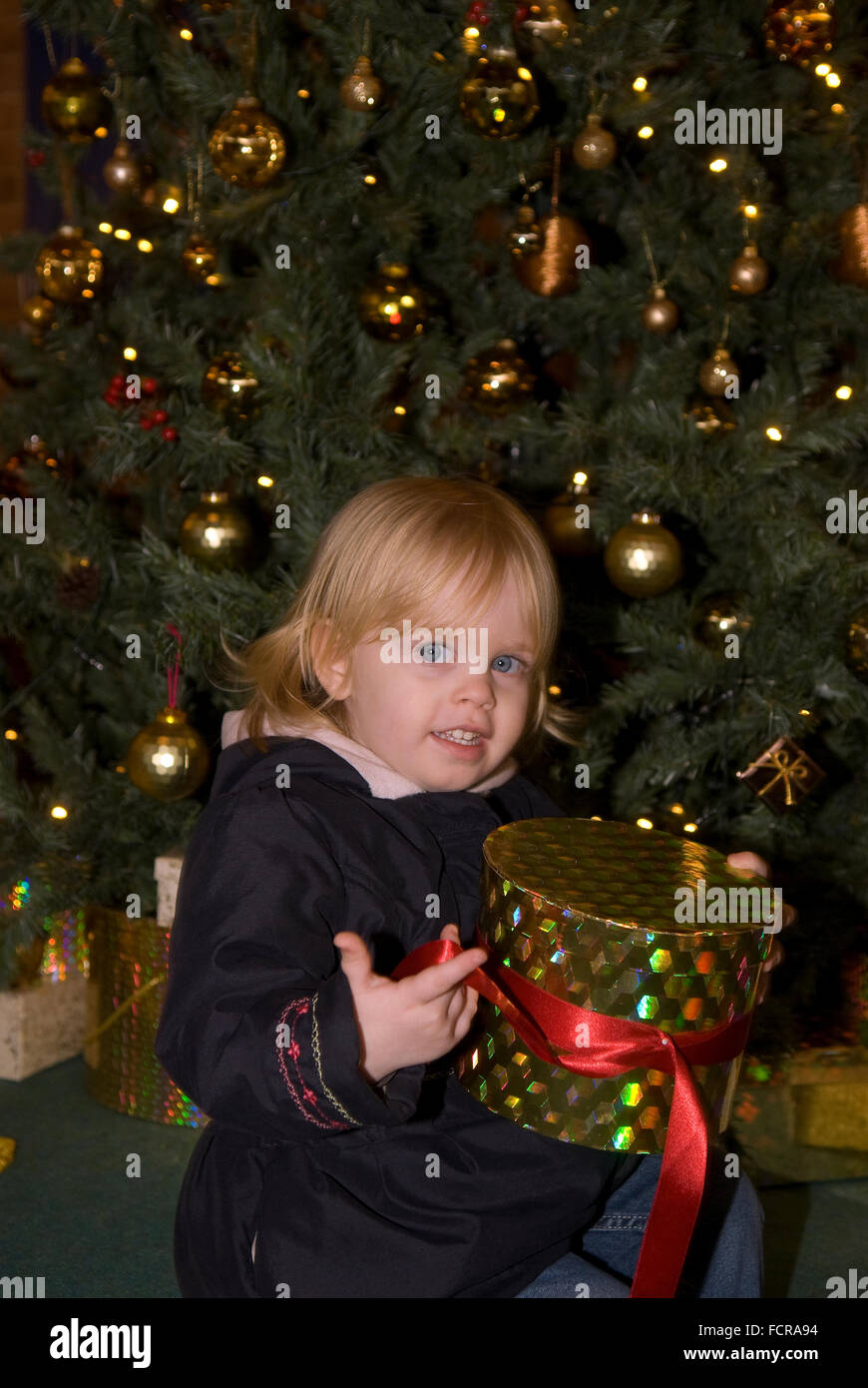 2 presents photos 2 presents images alamy - Noel fille 8 ans ...