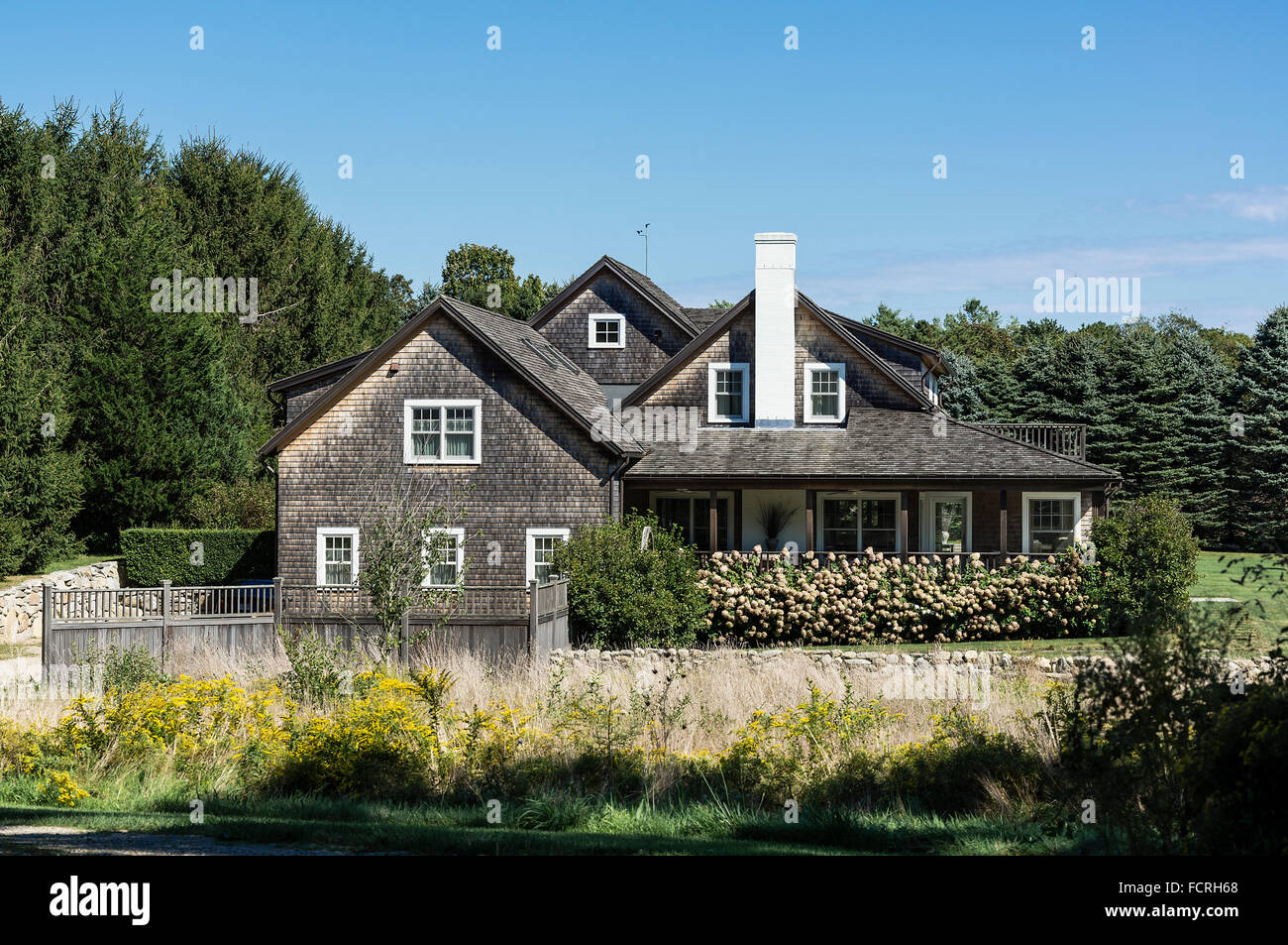 cape cod style home photos cape cod style home images alamy rh alamyimages fr Bungalow Style Homes Craftsman- style Home