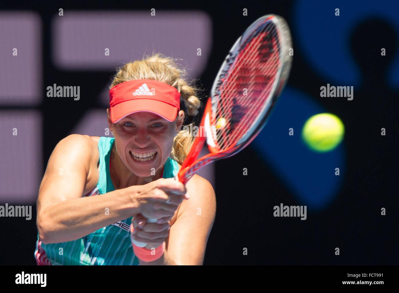 Melbourne, Australie. 25 Jan, 2016. Angelique Kerber de l'Allemagne renvoie la balle au cours de ses dames en Photo Stock