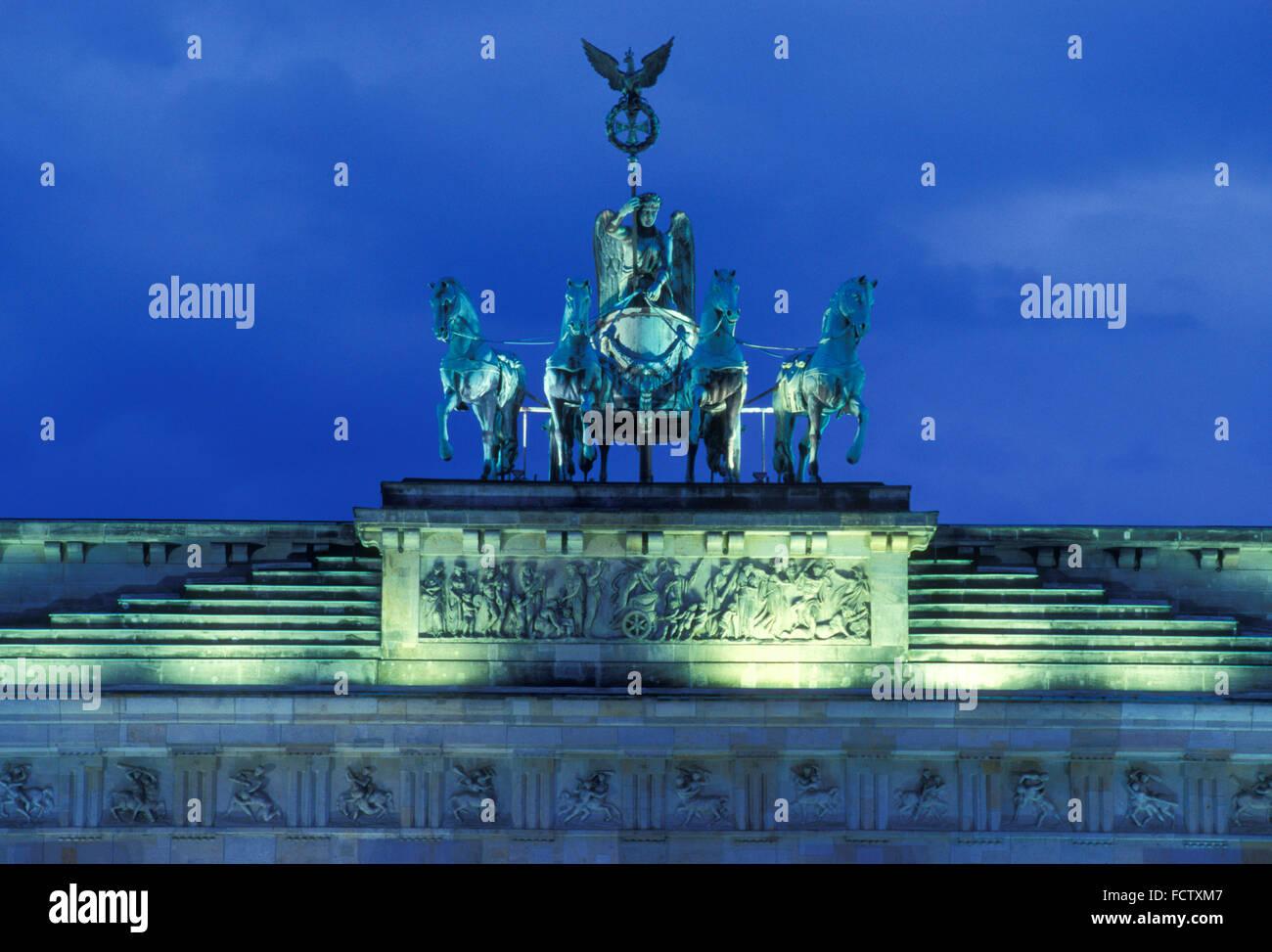 L'Europe, Allemagne, Berlin, le quadrige de la porte de Brandebourg. Europa, Deutschland, Berlin, die Quadriga Photo Stock