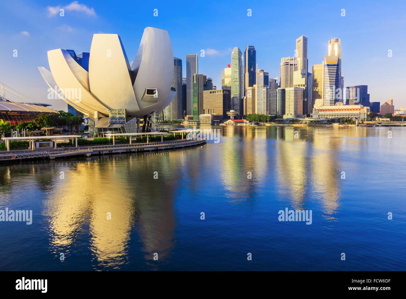 La ville de Singapour, Singapour. Marina Bay et l'horizon. Photo Stock