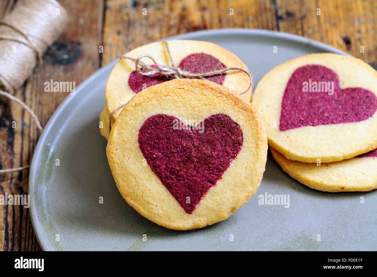 Biscuits à la framboise coeur saint valentin Photo Stock
