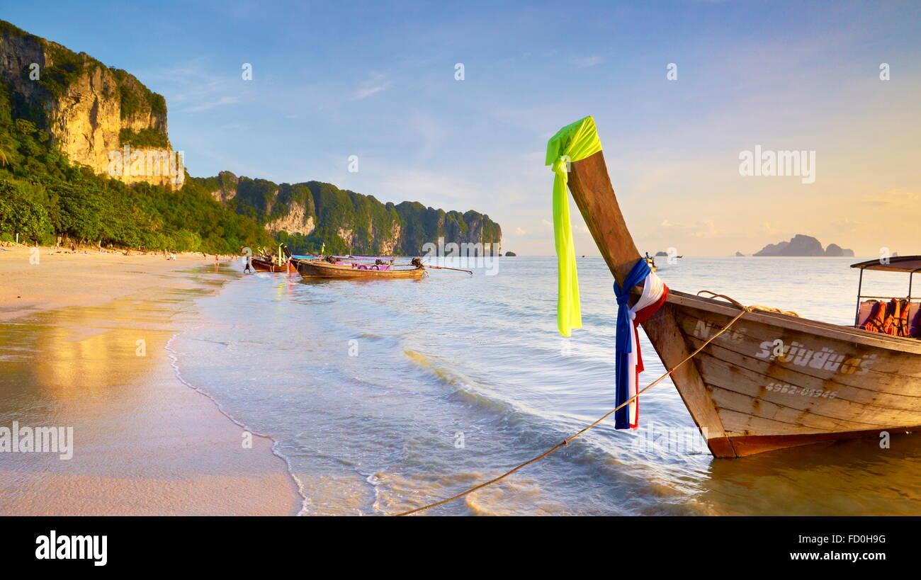 Thaïlande - province de Krabi, la baie de Phang Nga, l'heure du coucher du soleil sur la plage Photo Stock