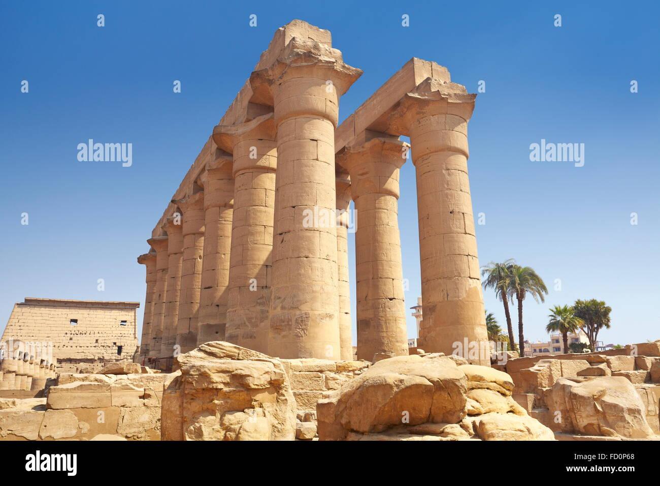 Colonne antique dans le temple de Louxor, Louxor, Egypte Banque D'Images
