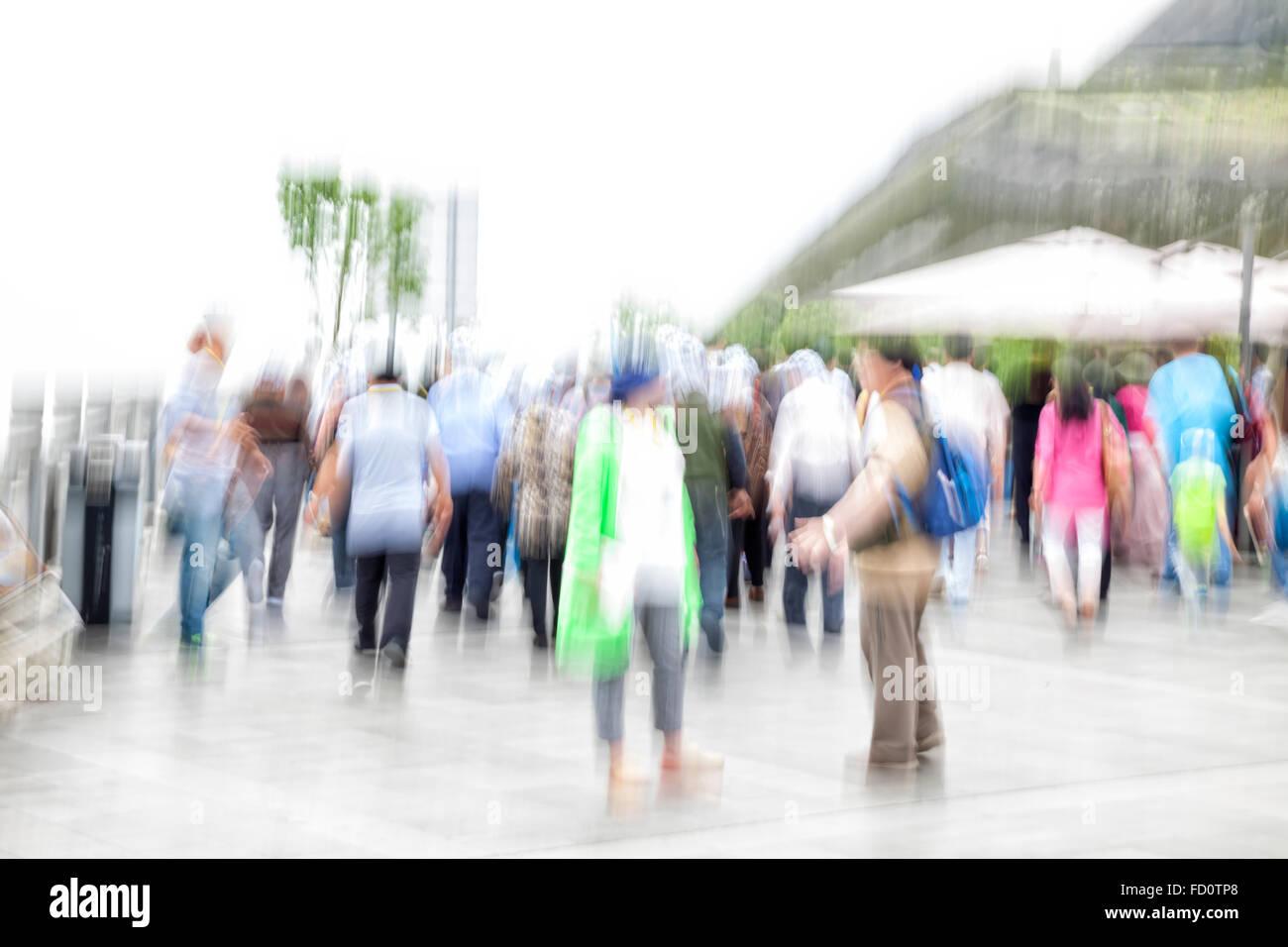 L'effet de zoom, piétons floue Banque D'Images