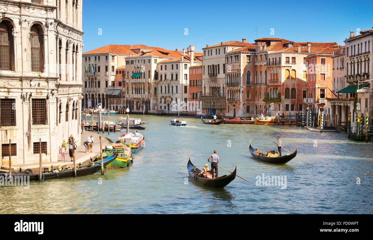 Du Pont du Rialto de Venise avec la vue sur le Grand Canal, Venise, Vénétie, Italie, l'UNESCO Photo Stock