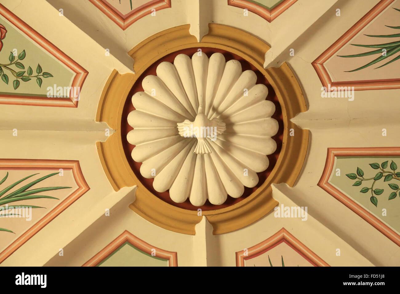 Colombe de la paix. Eglise de Saint-André. Photo Stock