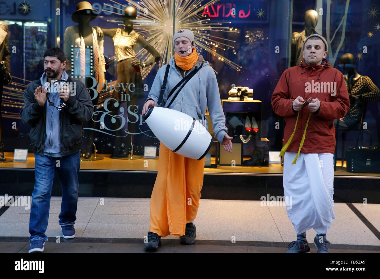 Les dévots Hare Krishna sur Oxford Street, Londres Banque D'Images