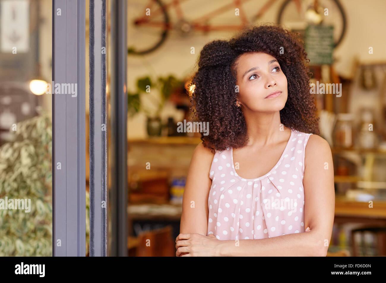 Propriétaire de petite entreprise et de pensée permanent Photo Stock
