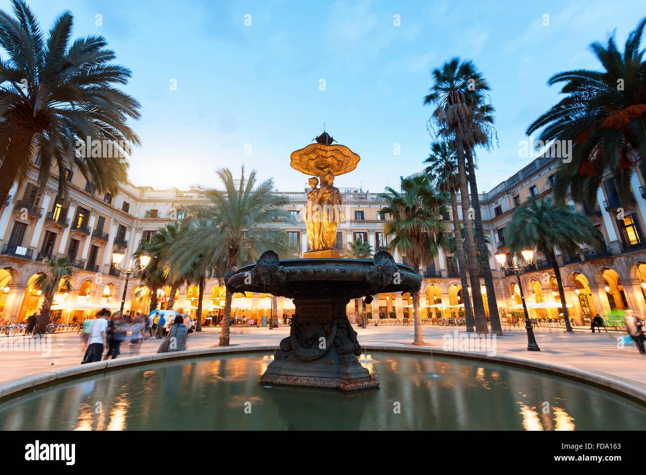 Barcelone, Plaça Reial au crépuscule Photo Stock