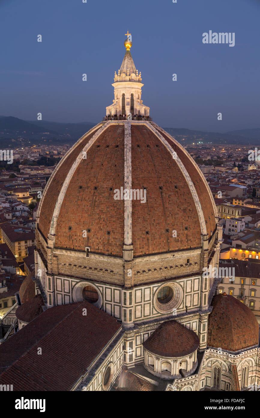 La cathédrale de Florence, avec dôme centre historique au crépuscule, Florence, Toscane, Italie Photo Stock