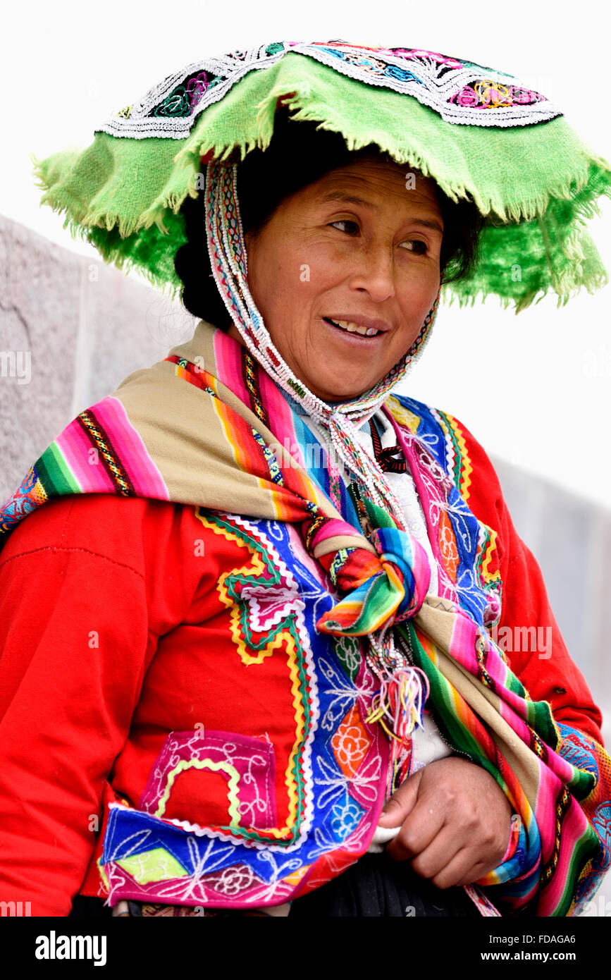 Femme péruvienne en costume traditionnel, Cusco, Pérou Photo Stock
