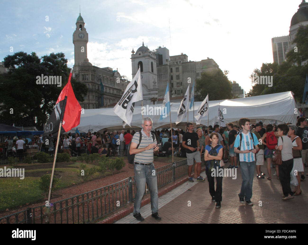 Buenos Aires, Argentine. 29 janvier, 2016. Les gens camping à Plaza de Mayo en face de Casa Rosada prétendant pour libre de militant social Milagro Sala détenu à Jujuy. Crédit: J. Beremblum Néstor/Alamy Live News Banque D'Images