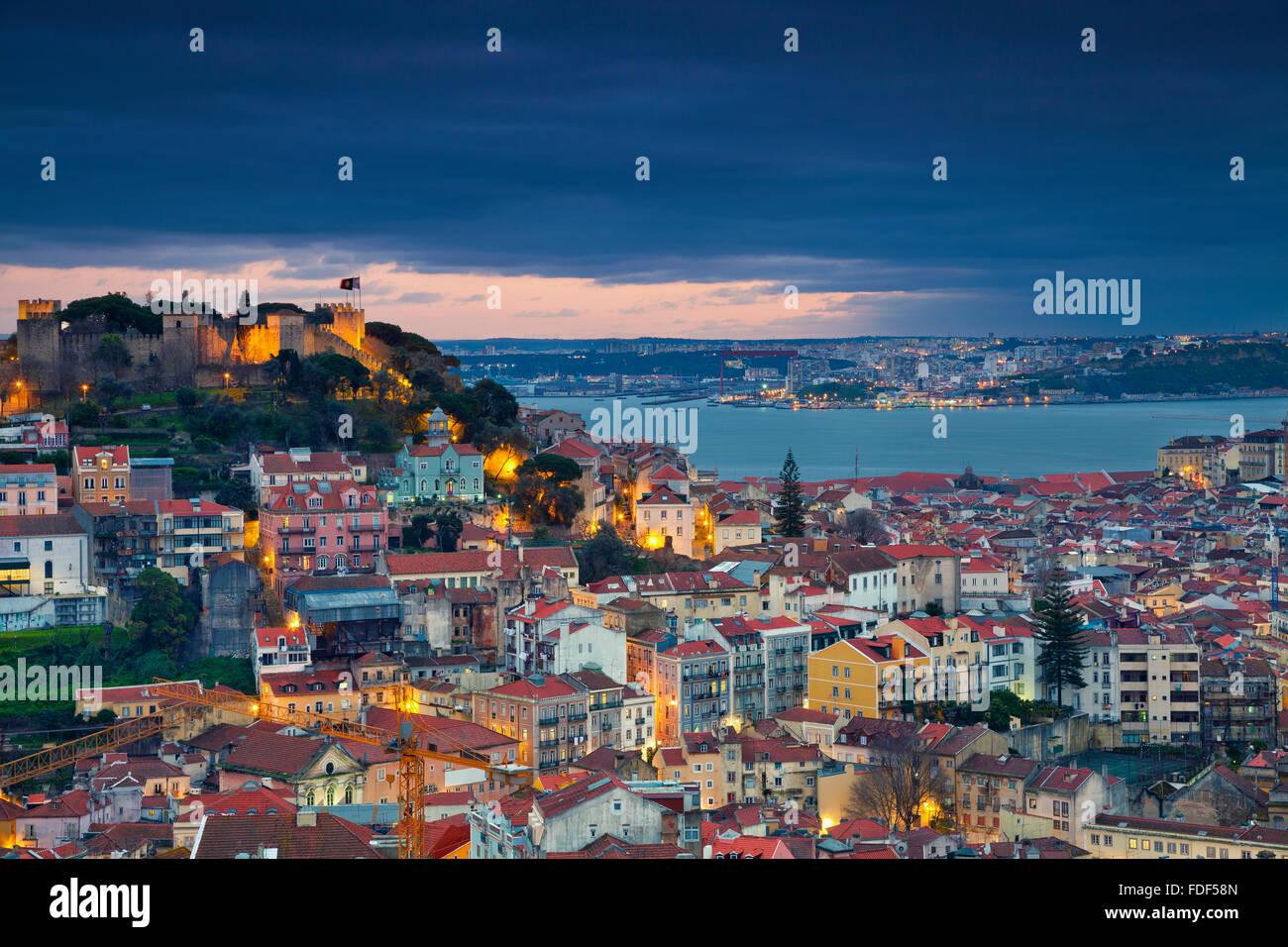 Lisbonne. Image de Lisbonne, au Portugal pendant le crépuscule heure bleue. Photo Stock