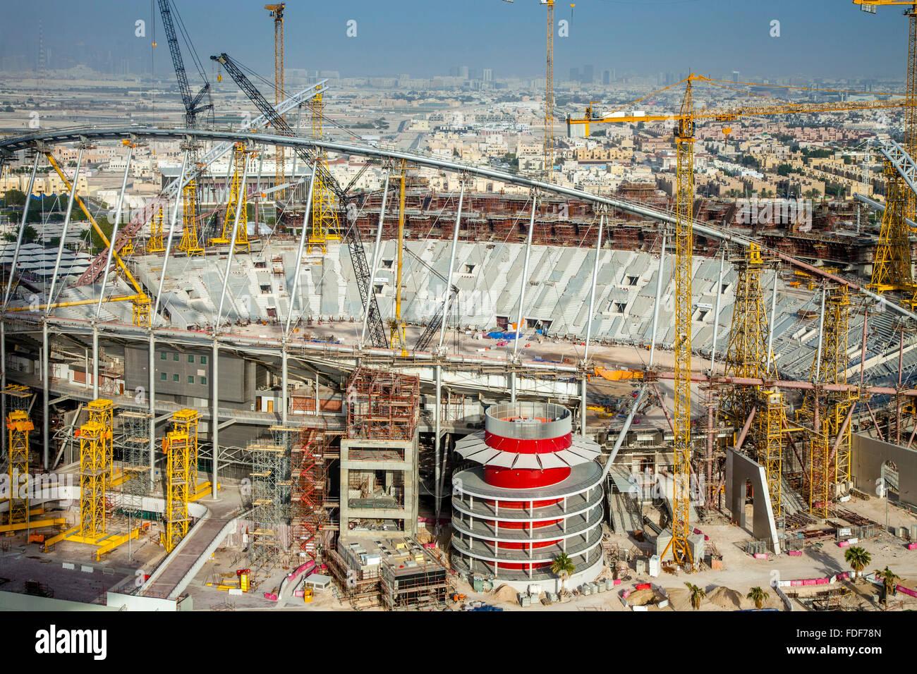 On construit des stades pour la coupe du monde de football - Qatar football coupe du monde ...